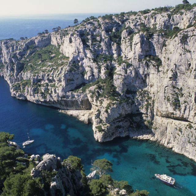 Calanque d'En Vau à Marseille, vue plongeante du haut des falaises