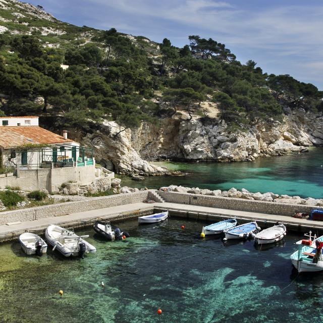 Calanque de Sormiou à Marseille, Petit Port et barques, eau turquoise