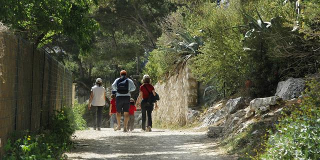 calanques-promeneurs-sentiersobjimagesotcm.jpg