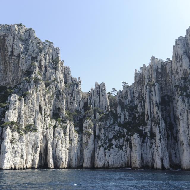 Calanques de Marseille, vue sur les falaises calcaires