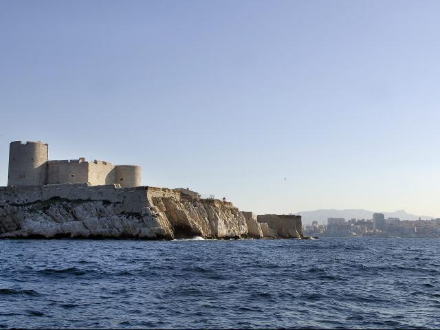 Chateau d'If et Notre Dame de la Garde en fond d'image