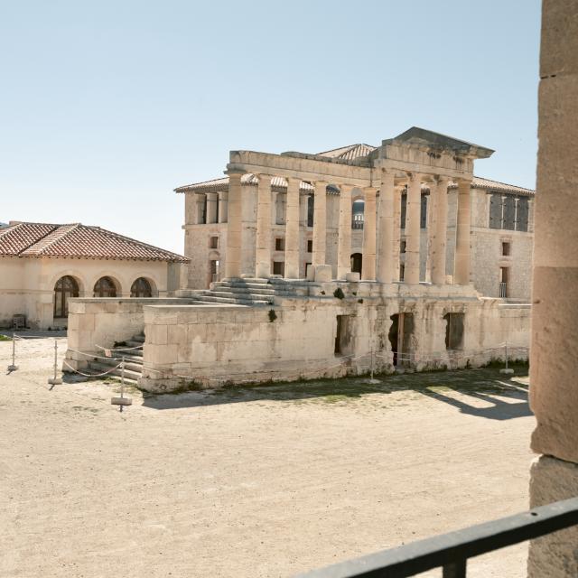 ruines de l'Hôpital Caroline sur l'île de ratonneau au Frioul