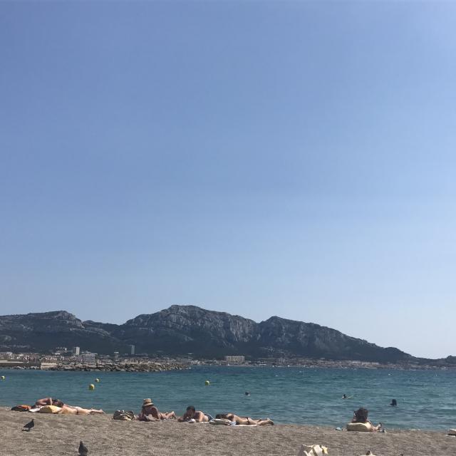 plage du Prado à Marseille, baigneur et farniente