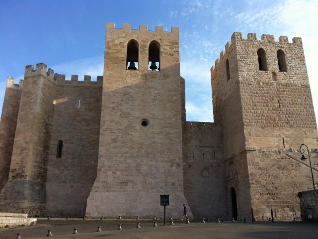 Abbaye St Victor,vue exterieur de la batisse et clocher à Marseille