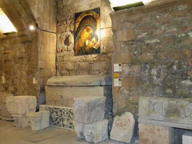 abbaye-st-victorcrypte1h-aueromtcm.jpg