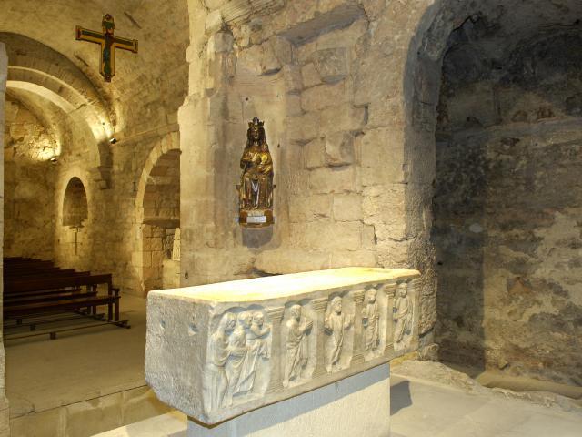 Abbaye St Victor à Marseille, crypte, tombeau et statue vierge