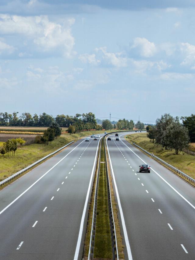 autorouten-szabipexels.jpg