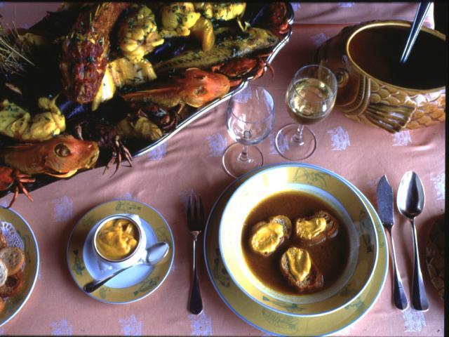 présentation de plat, bouillabaisse, bouillon, rouille et croutons