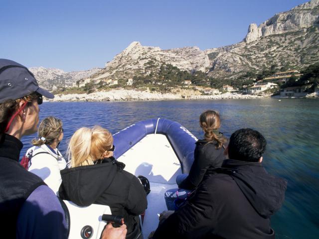 Promenade en petit bateau à moteur dans la Calanque de Sormiou, Parc des calanques de Marseille