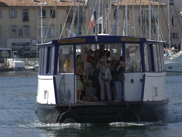 Ferry Boat sur le Vieux-Port de Marseille