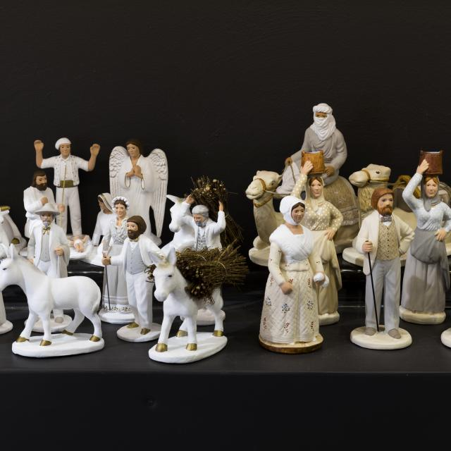 Santons de Noël blancs et beiges de chez Arterra Marseille