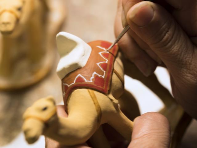 Fabrication et peinture d'un santon Provençal, Santonnier Arterra