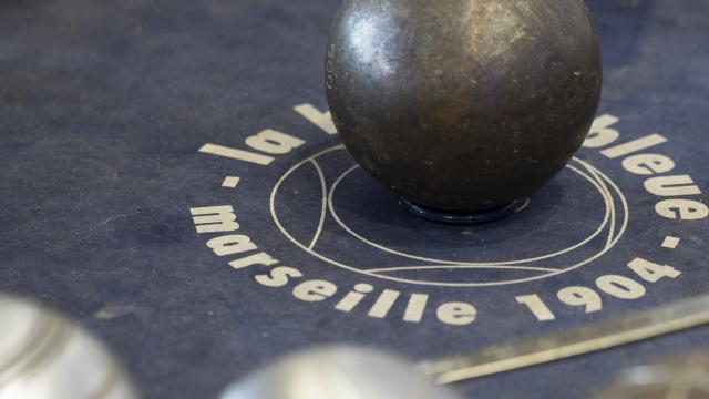 Boule de Pétanque, boutique La Boule Bleue dans le quartier du Panier