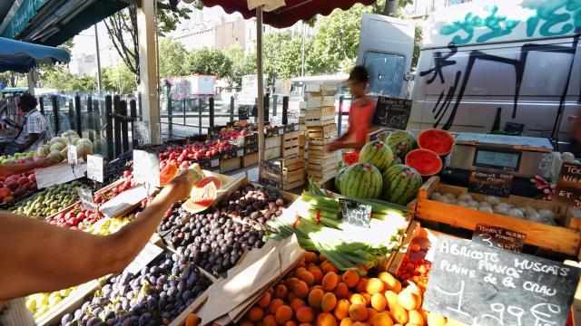 Place Castellane Marseille, Marché, étal de fruits et légumes