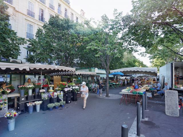 Place Castellane Marseille, marché fleurs et légumes