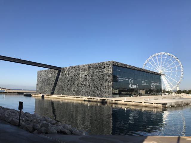 Le Mucem et la grande roue à Marseille