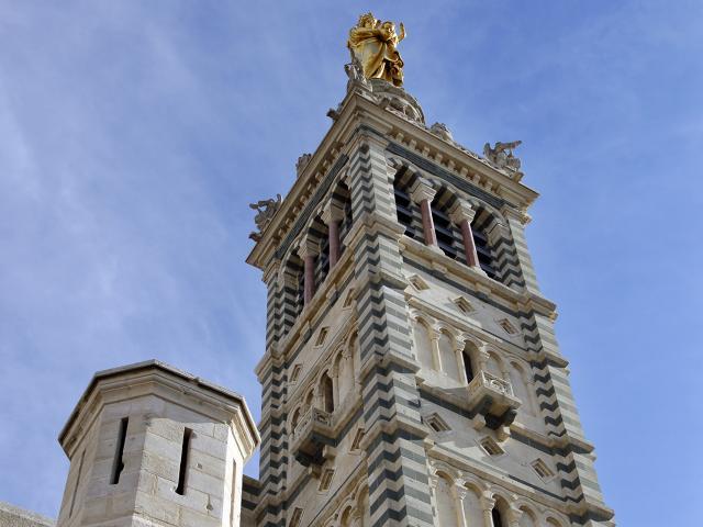Notre Dame de la Garde vue en contre plongée