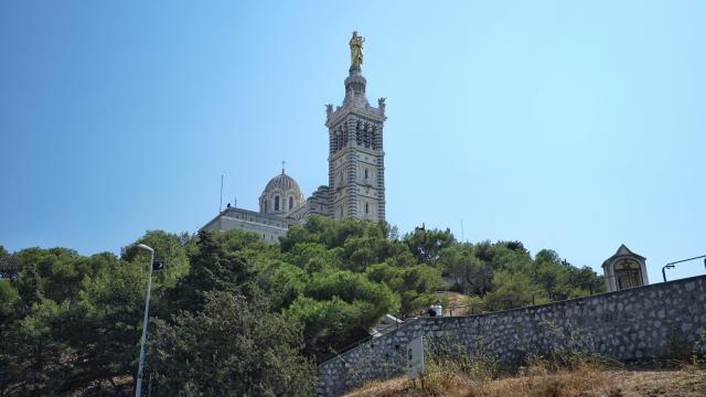Notre-Dame de la Garde et bois sacré à Marseille