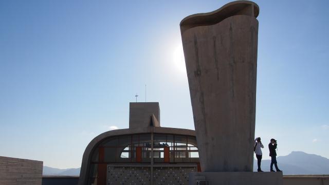 toit terrasse de l'immeuble de la Cité Radieuse, Le Corbusier, vue sur la cheminée
