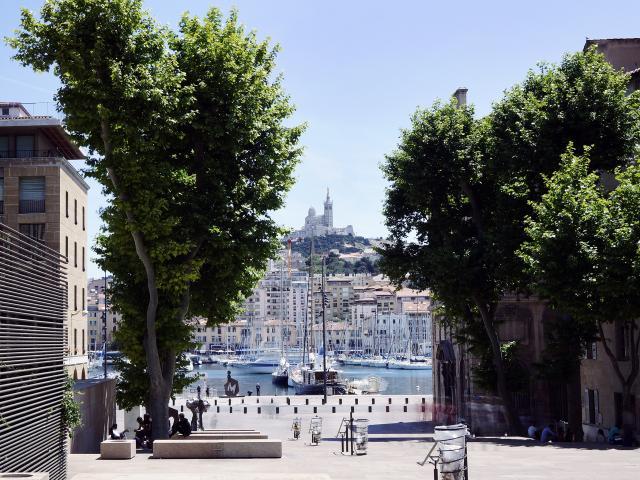 place-bargemon-vieux-port-htel-de-ville-joyanaotcm-1.jpg