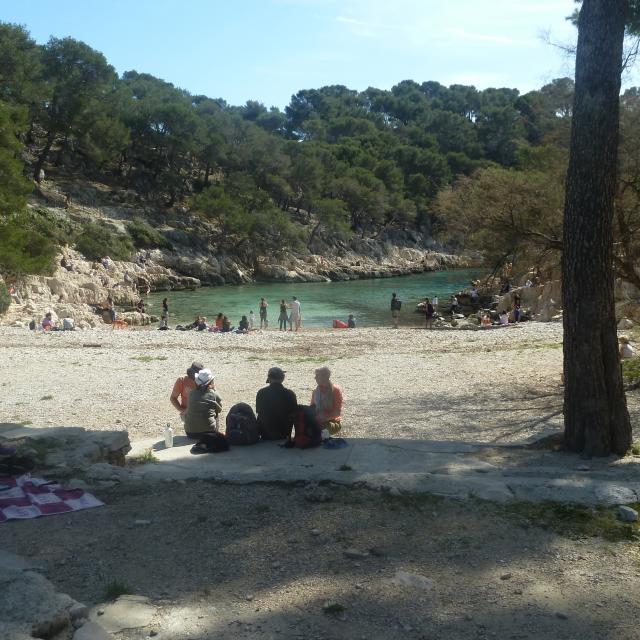 Calanque de Port Pin à Marseille, plage et baigneurs
