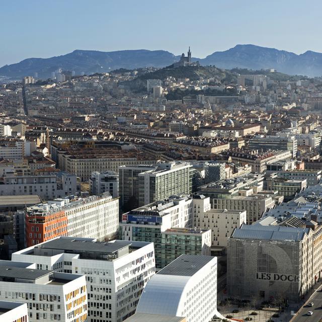 Quartier de la Joliette à Marseille vue aérienne, Notre Dame de la Garde et collines en fond