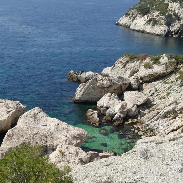 Criques sur la côte bleue, promenade sur le chemin de randonnée