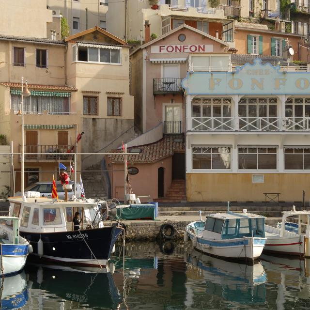 Vue du Port du Vallon des Auffes à Marseille sur le Restaurant Chez Fonfon