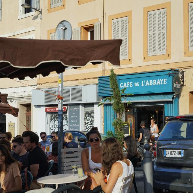 Terrasse du Café de l'Abbaye, quartier d'Endoume à Marseille