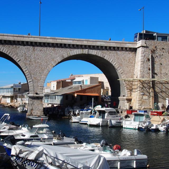 Vallon des Auffes à Marseille, bateaux et pont