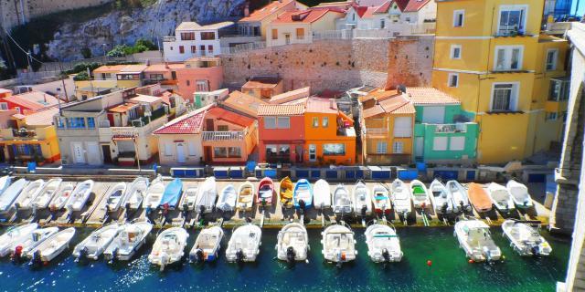 Vallon des Auffes à Marseille et cabanons colorés