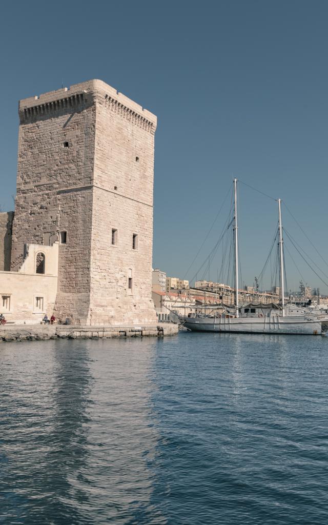 Entrée du Vieux-Port de Marseille et Fort Saint Jean