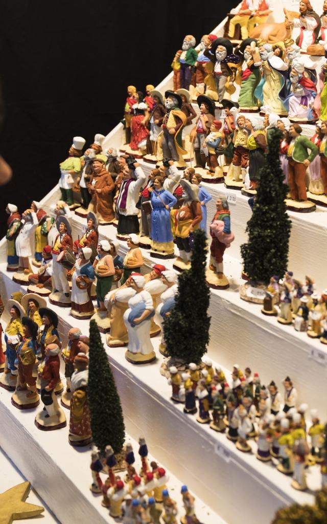 Fêtes de Noëll à Marseille, Foire aux Santons, enfant qui regarde les santons