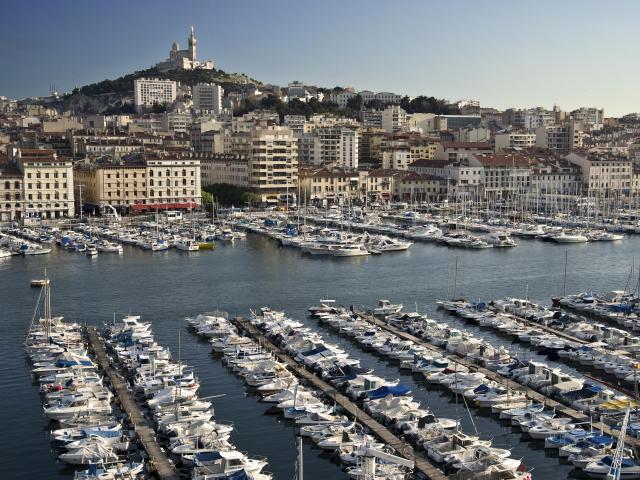Vieux-Port de Marseille avec vue sur Notre Dame de la Garde