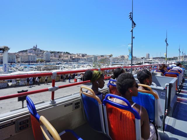 Colorbüs sur le Vieux-Port de Marseille