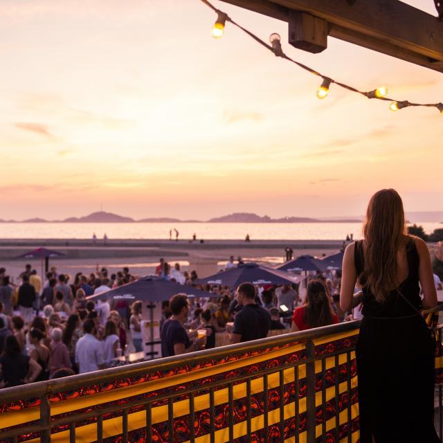 Soirée à la Cabane des amis, plage du Prado à Marseille