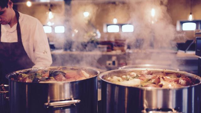 cuisine, marmites qui mijotent
