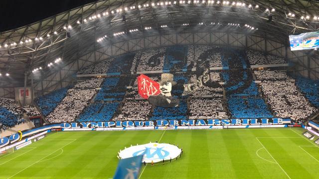 Orange Vélodrome, tifo et supporters pendant un match de football de l'OM