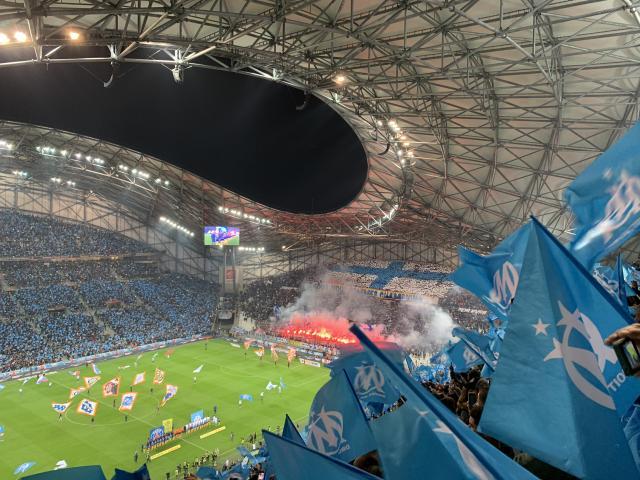 Orange Vélodrome, supporters de l'OM pendant un match de foot