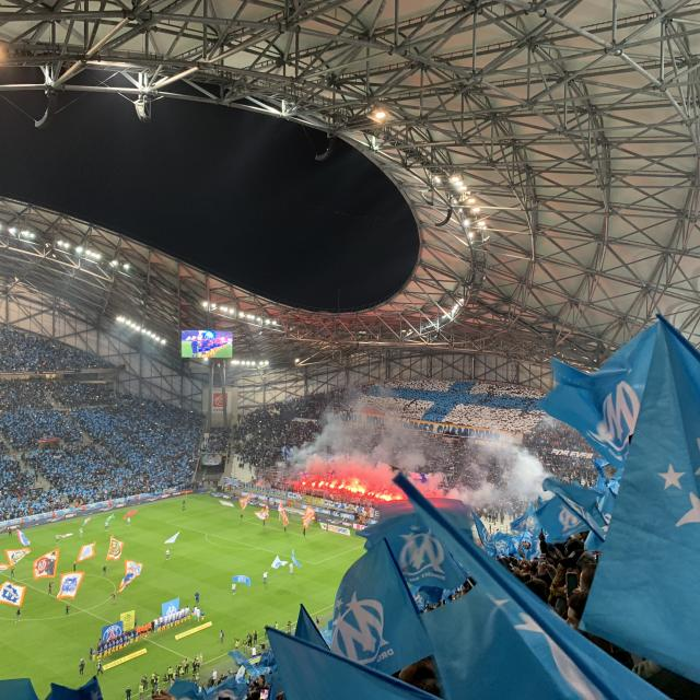Orange Vélodrome, supporters de l'OM pendant un match de foot