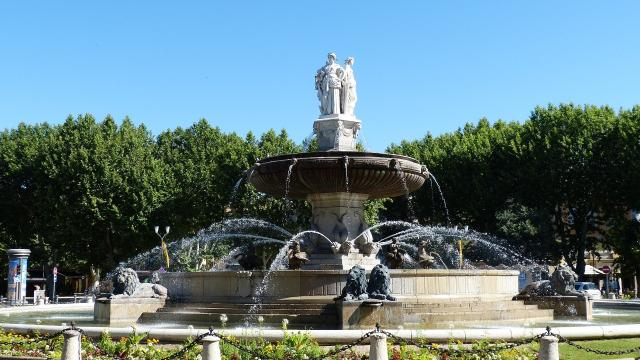 Place de la Rotonde à Aix-en-Provence, fontaine.