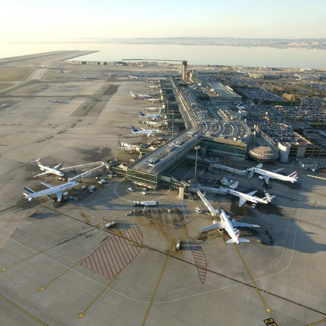 Aéroport Vue Gle, Copyright Apt Ldd 2008