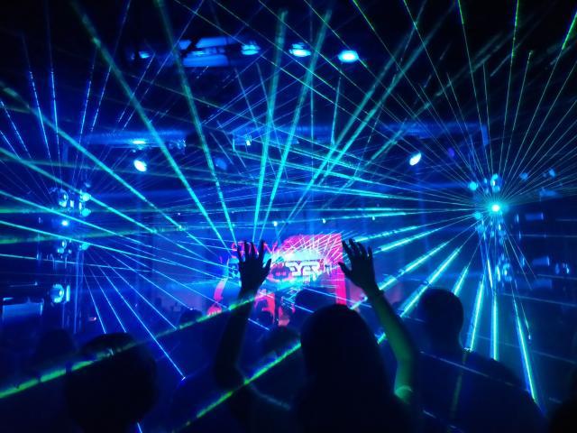 soirée en dicothèque, lasers et ambiance