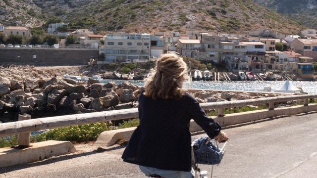 Balade à vélo dans le quartier des Goudes à Marseille