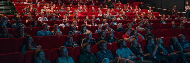 Salle de cinéma avec des spectateurs