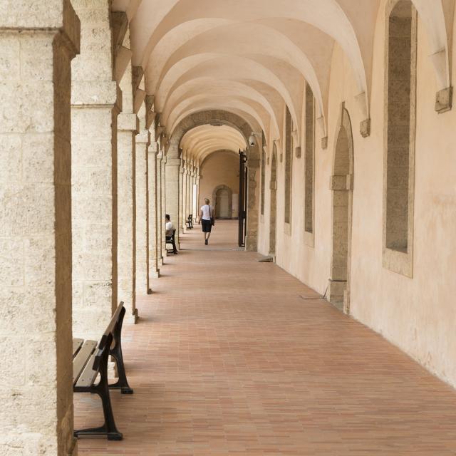 Arcades de la Vieille Charité dans le Panier à Marseille