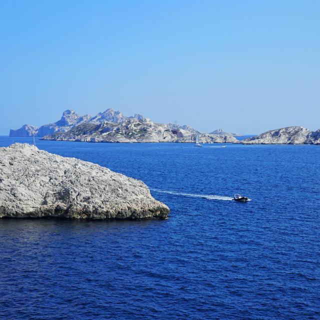 ilots en face des Calanques de Marseille