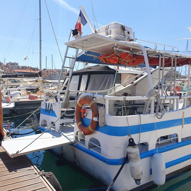 iles-du-frioul-balade-en-bateau-localanque-baignade-jorengootcm-8.jpg
