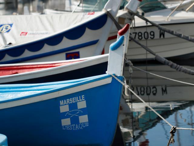 Bateaux traditionnels dans le port du quartier de l'Estaque à Marseille