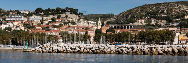 digue et port de l'Estaque à Marseille